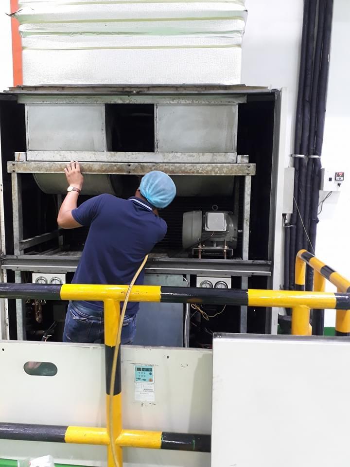Vệ sinh máy lạnh tại nhà giá rẻ TP.HCM.