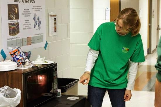 Nguyên nhân và cách sửa lò vi sóng bị đánh lửa